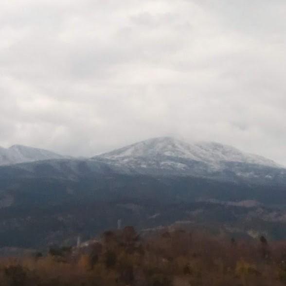 雪が積もった天城連山